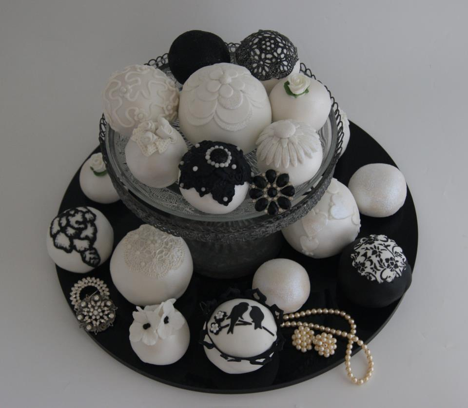 wedding cake balls black & white.jpg: 8673 bytes