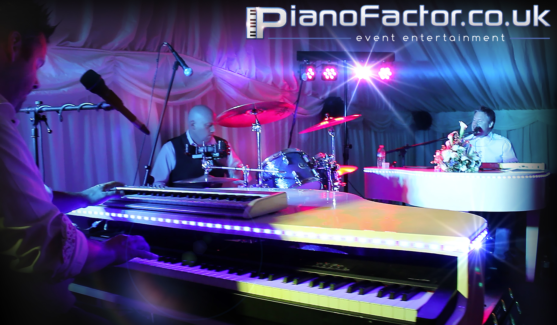 duelling-pianos-side.jpg: 9151 bytes