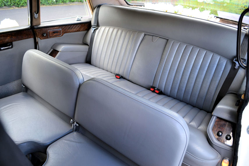 rear seats 855x570.jpg: 9011 bytes